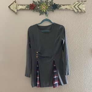 Boutique- gray / plaid long sleeve blouse